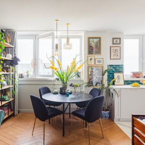 Stół w salonie. Projekt iHome Studio