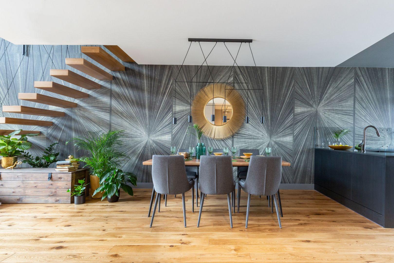 Stół w salonie. Projekt Decoroom. Fot. Pion Poziom