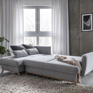 Scandic Lagom ma funkcję spania oraz pojemnik na pościel. Dokładnie to, czego potrzeba w salonie przygotowanym na rodzinne spędzanie czasu i otwartego dla gości. Fot. Miuform/B-Line