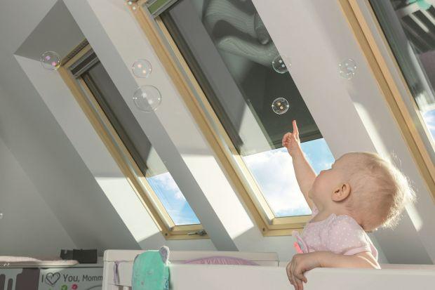 Jak ochronić poddasze przedsłońcem i przed nadmiernym nagrzewaniem? Jak stworzyć odpowiedni mikroklimat wnętrza? Przedstawiamy sprawdzone patenty!