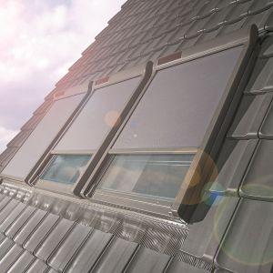 Markiza Solar w trybie automatycznym samoczynnie zwija się  lub rozwija, w zależności od stopnia nasłonecznienia. Fot. Fakro