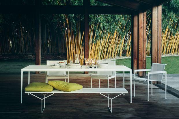 Lekkie, ustawne, nowoczesne. Dostępne w wielu kolorach i wykończeniach. Meble ogrodowe marki Knoll dziś cieszą się tąsamą popularnością, co w latach 60. ubiegłego wieku, dlatego pozostawiono je w klasycznej odsłonie. To idealny wybór zarówn