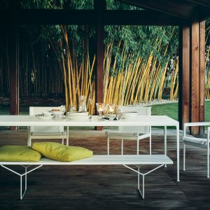 Ramy krzeseł, stołów i stolików wykonane są z odlewanego i tłoczonego aluminium, a więc lekkie i trwałe. Fot. Knoll / Mood Design