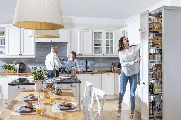 Cargo, czyli system wysuwanych półek do mebli kuchennych staje się coraz popularniejszy w Polskich domach. Nic dziwnego – to rozwiązanie, które pozwala lepiej wykorzystać dostępną przestrzeń i zapewnia łatwy dostęp do przechowywanych produkt�