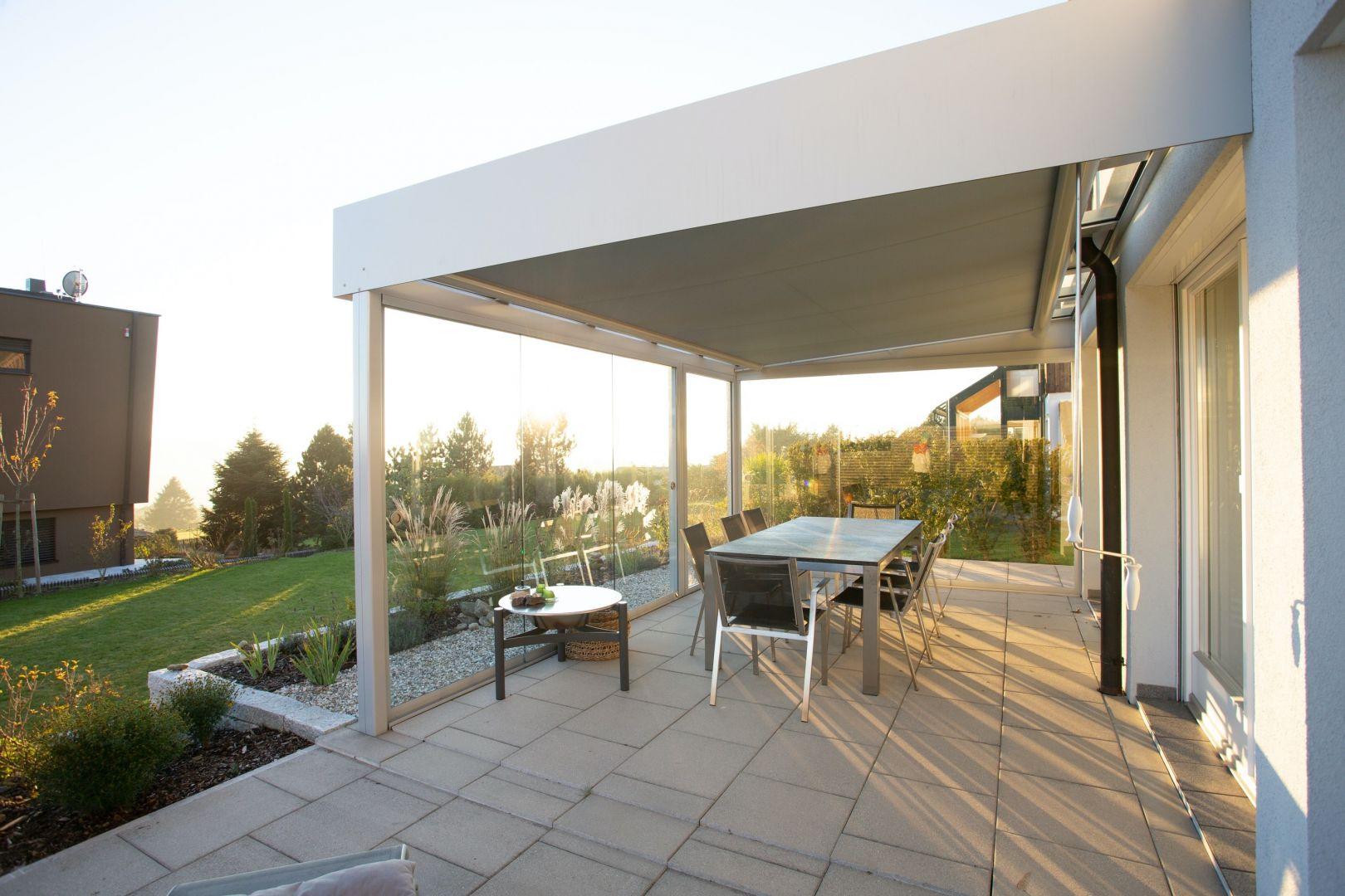 Taras, podobnie jak mieszkanie, również potrzebuje wiosennych porządków. Nawet najpiękniejsza aranżacja przestrzeni może zostać przyćmiona, jeśli zapomnimy o najważniejszym – czystości. Fot. Jurga