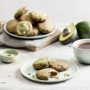 Thermomix Ciastka ryżowo-migdałowe z herbata matcha i lukrem z awokado