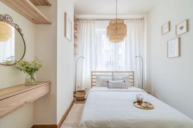 Jak urządzić małą sypialnię w bloku? Jakie kolory wybrać do małej sypialni? Co z meblami? Szukasz inspiracji? Koniecznie sprawdź nasze propozycje. Znajdziesz wśród nich świetne pomysły na urządzenie małej sypialni w bloku.