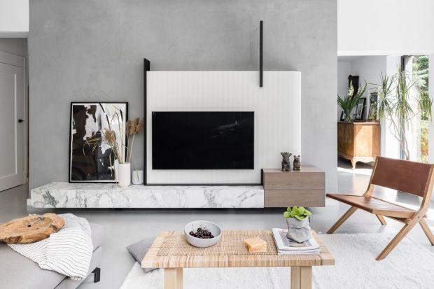 Jaką szafkę wybrać pod telewizor w salonie? Lepsza będzie szafka podwieszana czy na nóżkach? Postawić na model w białym kolorze czy w kolorze drewna? Szukasz inspiracji? Znajdziesz je w naszym przeglądzie. Zobacz szafki pod telewizor do każdego