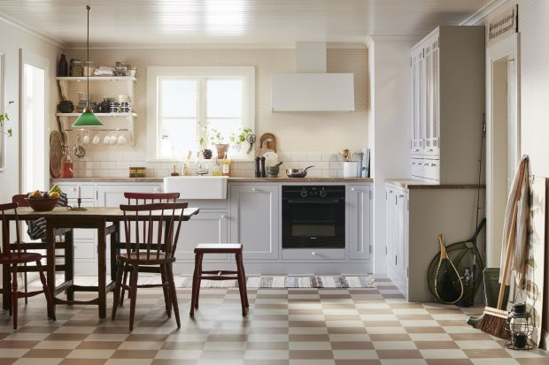 Styl skandynawski to przede wszystkim wygoda, prostota i nowoczesność. Kuchnia w takim stylu powinna być jasna, przestronna i funkcjonalna. W tej roli doskonale sprawdzi się biel.