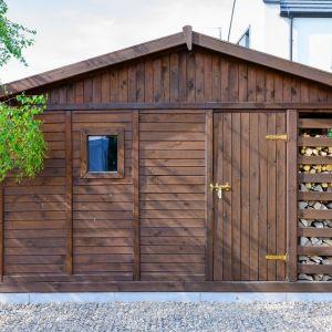 Drewniany domek nie nagrzewa się do czerwoności tak, jak jego blaszane odpowiedniki. Konstrukcja drewniana jest też lżejsza niż stalowa.Fot. JAF Polska