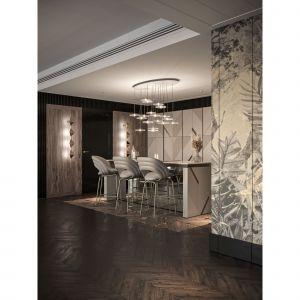 W kuchni wykorzystano drewno w postaci eleganckich fornirów w ciepłych odcieniach. Projekt: Katarzyna Weremczuk, Weremczuk Design. Fot. Złota 44