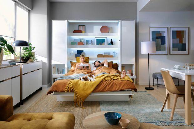 Łóżko zamykane w ścianie to doskonałe rozwiązanie do małego mieszkania. Pozwoli ci stworzyć wygodną sypialnię wsalonie. Jest funkcjonalne, nowoczesne i bezpieczne. Sprawdź jego wszystkie zalety.<br /><br />