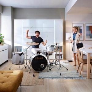 Złożony Bed Concept wygląda jak minimalistyczna i elegancka szafa. Fot. Dignet Lenart