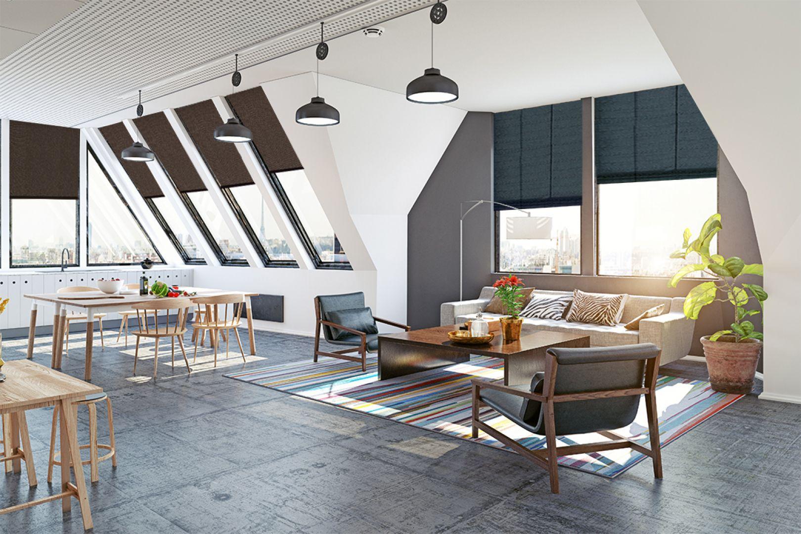 Dobór odpowiedniego systemu zasłaniającego zależy od wielkości okna, wysokości, na jakiej jest położone, producenta oraz od stopnia nachylenia połaci dachu. Fot. Marcin Dekor
