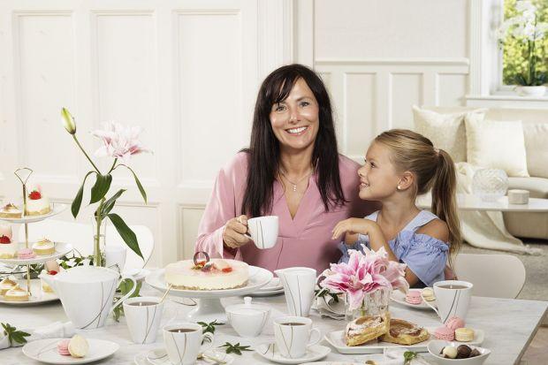 Dzień Matki to idealna okazja by podziękować naszym mamom i zaprosić je do świętowania przy pięknie udekorowanym stole.