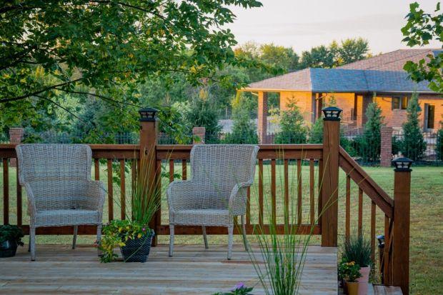 Koniec maja to najwyższyczas na wiosenne porządki w ogrodzie. Dla wszystkich, którzy sprzątanie mają jeszcze przed sobą przygotowaliśmy kilka praktycznych wskazówek. O tym warto pamiętać podczas wiosennych porządków w ogrodzie.<br />&l