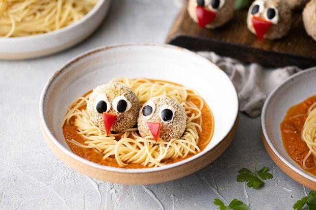 W Dzień Dziecka niespodzianki mogą nie mieć końca, także te kulinarne! I choć w natłoku obowiązków, trudno jest znaleźć czas na kreatywne komponowanie obiadowych talerzy naszych dzieci, 1 czerwca to idealny moment, by zachwycić najmłodszych o