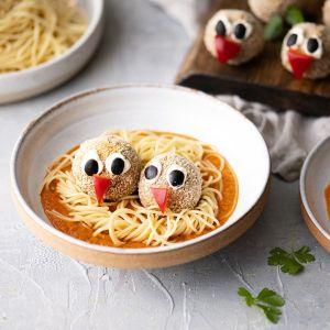 Pulpety z soczewicy na gniazdach spaghetti. Fot. Thermomix
