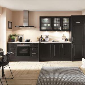 Czarna kuchnia w klasycznym stylu marki Verle Kuchen