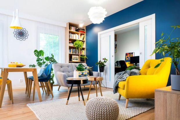 Czy wiesz, że zmiana koloru ścian to szansa na nadaniesalonowinowego charakteru? Odpowiednio dobrane kolory farb mogą zdziałać cuda i optycznie powiększyć wnętrze czy ukryć jego mankamenty. Ale nie tylko kolor ma znaczenie. Co jeszcze warto w