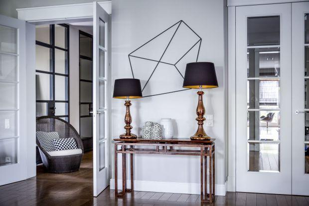 Jaką lampę wybrać do salonu? Która najlepiej sprawdzi się w sypialni? Polecamy piękne lampy o ponadczasowym charakterzez ręcznie formowanego szkła. Odnajdują się zarówno w klasycznych, jak i nowoczesnychwnętrzach.<br /><br />&l