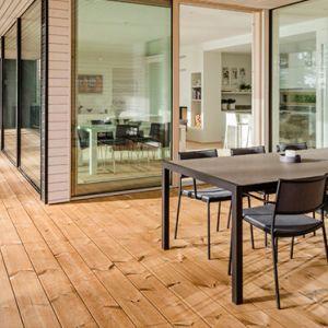 Drewno egzotyczne to  bardzo dobry wybór na drewno na taras. Fot. JAF Polska
