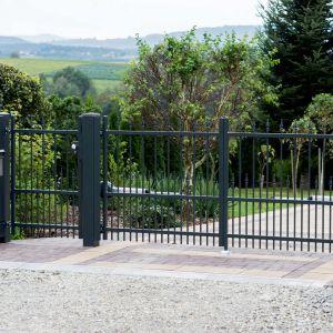 W nowoczesny napęd można bowiem wyposażyć także już istniejącą bramę. Fot. Plast-Met Systemy Ogrodzeniowe