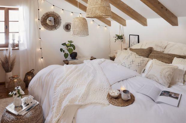 Trend na lato: sypialnia i salon w plażowym stylu. Zobacz 10 modnych aranżacji!