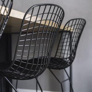 Krzesła w jadalni w stylu loft. Projekt: make Architekci. Zdjęcia: Hanna Połczyńska, Kroniki Studio