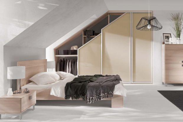 Szczęśliwi posiadacze piętrowych domów często muszą się mierzyć z jednym, podstawowym wyzwaniem - jak zaaranżować przestrzeń pod tzw. skosami. Urządzić tam biuro, sypialnię czy może coś innego? Dzięki meblom na wymiar każdy z tych pomys�