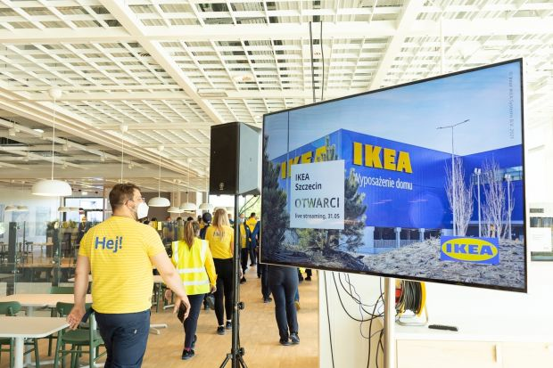 Sklep w Szczecinie to dwunasta tego typu inwestycja IKEA w Polsce. Został otwarty w 60. rocznicę obecności marki w naszym kraju. Oficjalny adres sklepu IKEA w Szczecinie to ulica Białowieska 2. Można tu dojechać komunikacją miejską ze wszystkich s