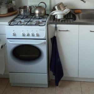 Nawet najmniejsza przestrzeń może być funkcjonalna i pełna uroku. Pomysł na nową aranżację kuchni  – widok przed. Fot. Salony Agata