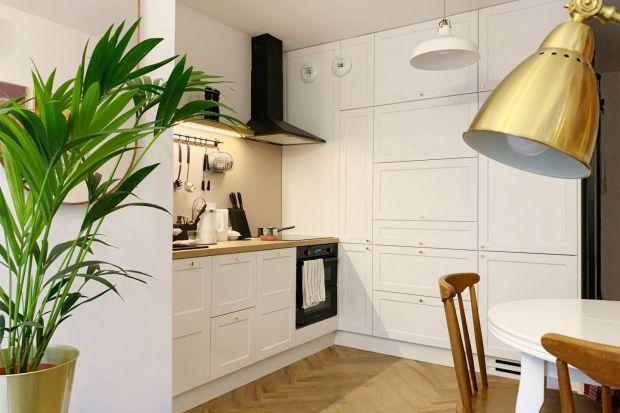 Jak urządzić małą kuchnię w bloku? Mamy dla was kilka fajnych, gotowych pomysłów. Zobacz jak zaplanować małą kuchnię w bloku, aby była wygodna i efektowna.