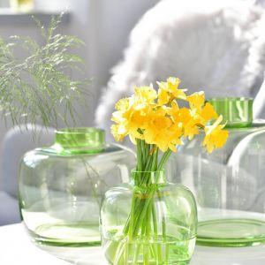 Naczynia można dowolnie zestawiać i komponować, tworząc wyszukane ekspozycje. Fot. Krosno Glass