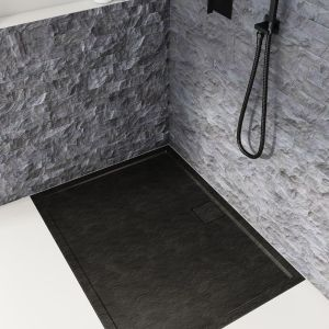To dzięki niej korzystanie ze strefy prysznicowej jest komfortowe, szczególnie dla osób starszych lub z niepełnosprawnością ruchową. Fot. Schedpol