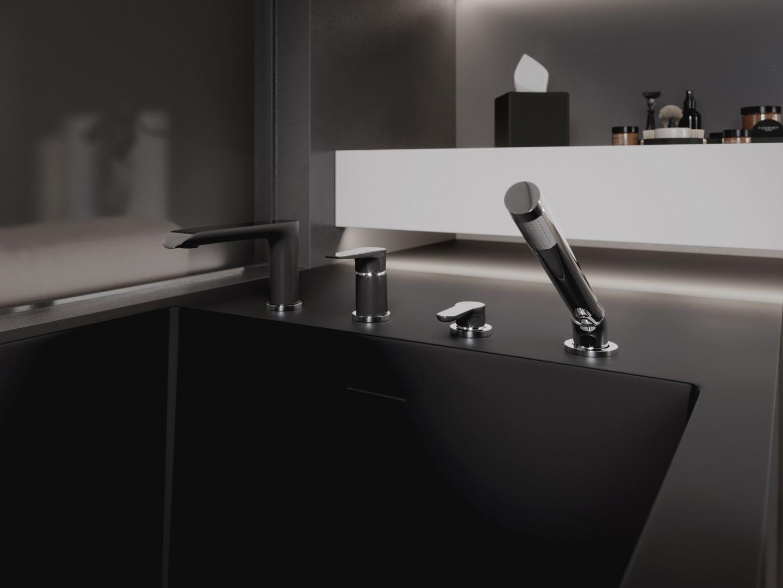 Dyskretny, podtynkowy model z kolekcji Adore Black/Chrome towarzyszy też umywalce. Fot. Ferro