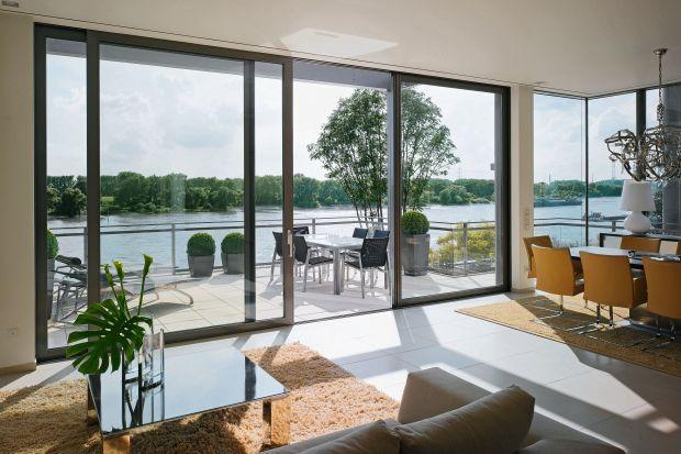 Jakie okna wybrać do domu? Na pewno warto postawić na wysokiej jakości stolarkę. Okna to bowiem elementstałego wyposażenia, który kupujemy nie na rok czy dwa, ale na wiele lat.<br /><br />