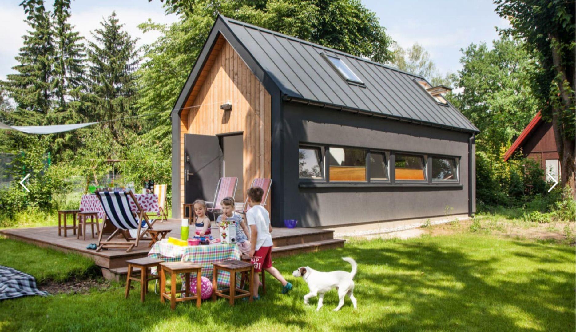 Gotowy dom szkieletowy Sim. Powierzchnia: 35 m2, z możliwością powiększenia o taras 12 m2. Autorzy projektu: Simple House