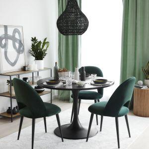 Jadalnia z krzesłami w butelkowej zieleni. Fot. WestwingNow