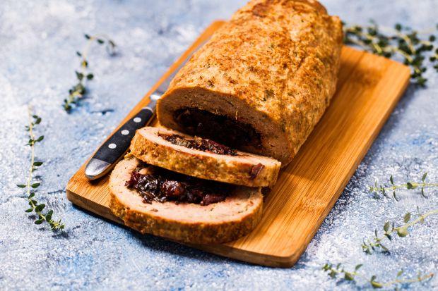 Polecamy przepis na roladę z indyka z konfiturą botwinką. To idealna propozycja dla fanów tradycyjnych smaków, a zarazem sposób na przełamanie kulinarnej rutyny.