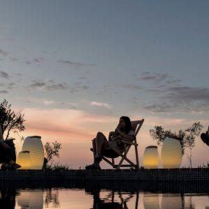 Designerskie lampy Synergy  zapewniają natojowy kilmat. Fot. Kooduu/BM Housing