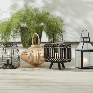 Na tarasie warto też postawić na odpowiednie oświetlenie – od pojedynczych lamp ledowych, przez reflektory, lampy ogrodzeniowe, ogrodowe kule, aż po nastrojowe lampki. Fot. Jysk/Galeria Wnętrz Domar