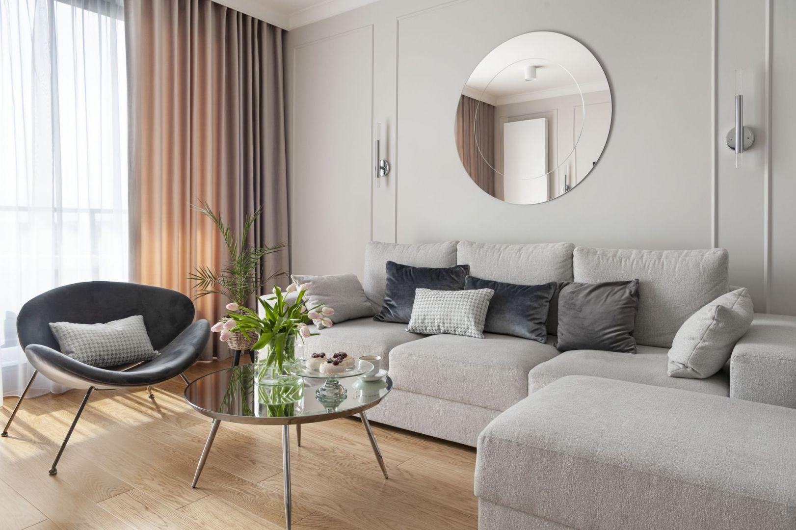 Mieszkanie o powierzchni 75 metrów kwadratowych zajmują rodzice z roczną córeczką. Projekt: Studio Projektowania Miśkiewicz Design. Fot. Anna Powałowska
