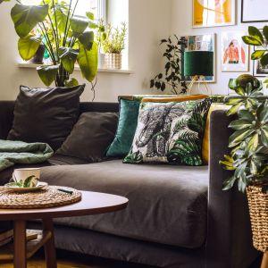 W kolekcji Tropical Plants od Home&You znajdziesz elementy wyplatane z morskiej trawy, rattanu i liści bananowca, a także drewno akacji, bambusa czy jesionu. Fot. Home&You
