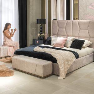 Łóżko z efektownie tapicerowanym zagłówkiem Semiramide z oferty marki Kler. Cena 8.805 zł