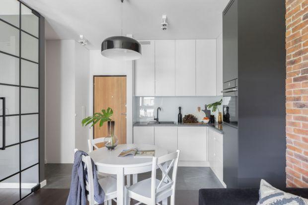 Jak urządzić małą kuchnię, aby spełniła swoje zadania i zapewniła odpowiednią ilość miejsca do pracy i na przechowywanie? Dobrze zaprojektowana zabudowa meblowa to najlepszy sposób na udaną aranżację kuchni o niedużym metrażu.