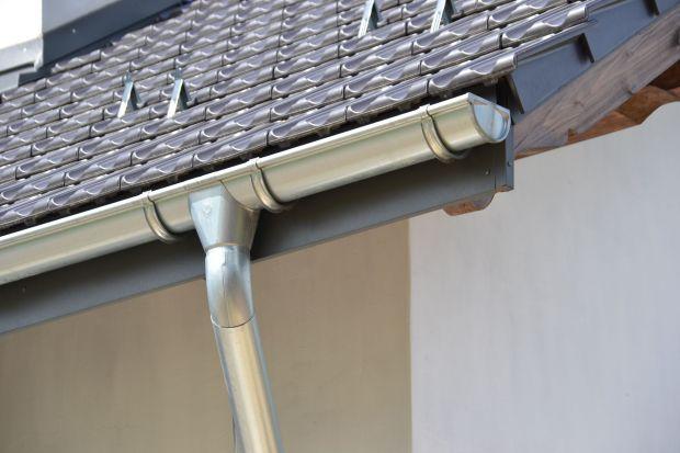 Rynny są bardzo ważnym elementem domu. Warto więc regularnie kontrolowaćich stan i w razie potrzeby naprawiać, a w skrajnych przypadkach nawet wymienić całą instalację.