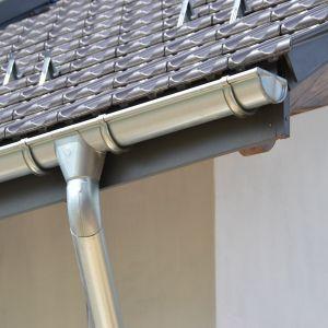 Każdy mieszkaniec domu powinien sobie zdawać sprawę z tego, że system rynnowy nie jest elementem, o którym, po ukończeniu budowy, można zapomnieć. Fot. Galeco