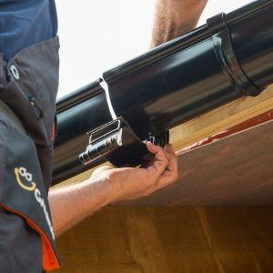 Najczęściej spotykamy się z korozją elementów stalowych oraz różnego rodzaju pęknięciami, przede wszystkim na rynnach z PVC. Fot. Galeco