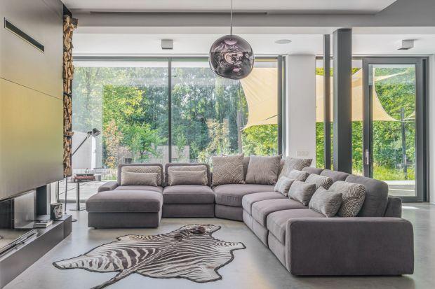 Szukasz pomysłu na sofę albo narożnik do salonu? A co powiesz na meble modułowe? Mają mnóstwo zalet! Zobacz 10 fajnych modeli i przeczytaj, co warto wiedzieć o modułowej sofie do salonu.